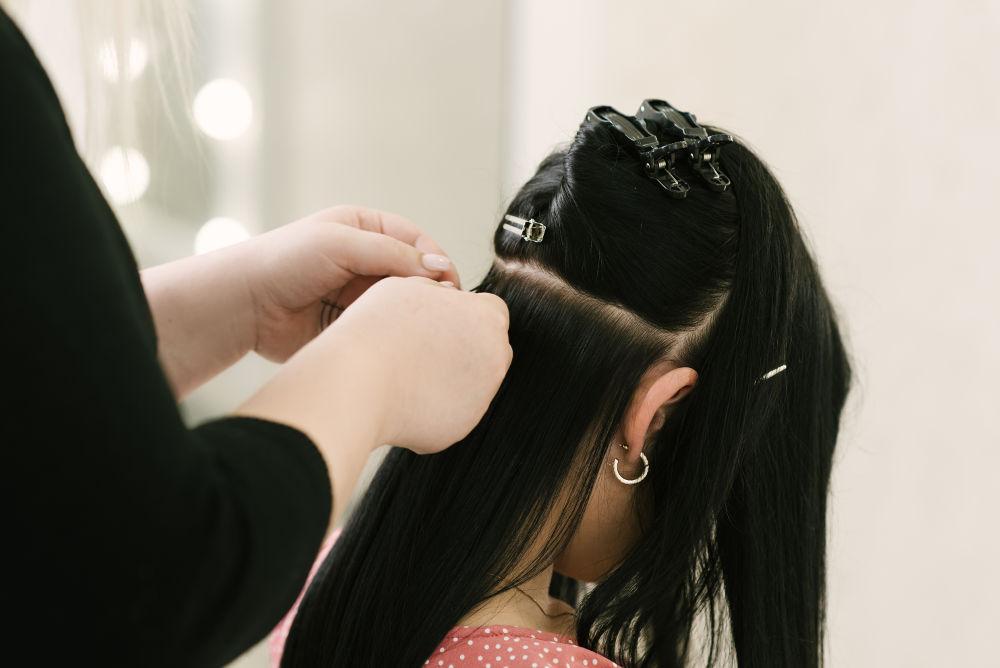 przedłużanie włosów metodą tape on